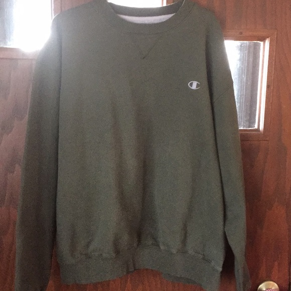 Men\u2019s olive green Champion sweatshirt sz XL